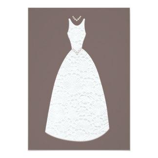 Convite branco do vestido de casamento de Brown do