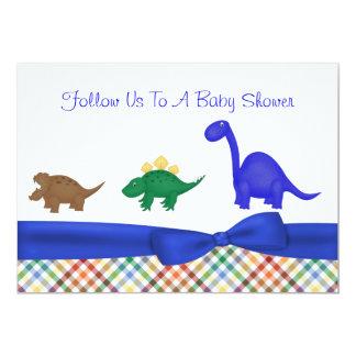 Convite colorido do chá de fraldas do dinossauro