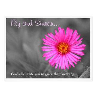 Convite cor-de-rosa bonito do casamento da flor