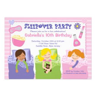 Convite cor-de-rosa do aniversário do divertimento