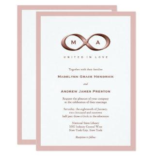 Convite cor-de-rosa do casamento do fecho da mão
