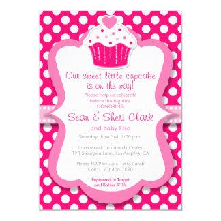 Convite cor-de-rosa do chá de fraldas da menina