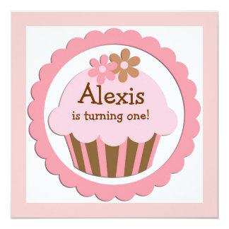 Convite customizável do aniversário do cupcake
