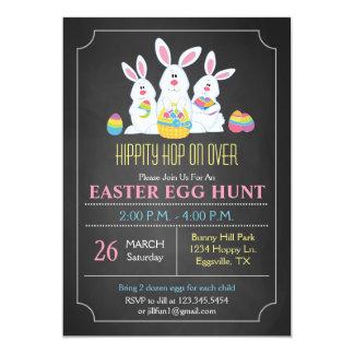 Convite da caça do ovo da páscoa dos coelhinhos da