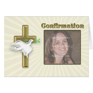 Convite da confirmação da foto com uma cruz cartão comemorativo