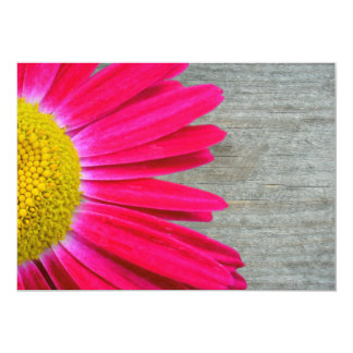 Convite da margarida do rosa quente & do casamento
