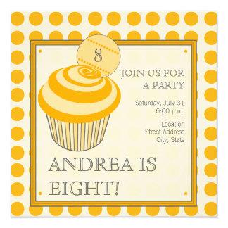 Convite de aniversário alaranjado do cupcake das convite quadrado 13.35 x 13.35cm