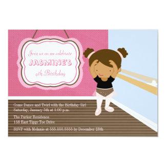 Convite de aniversário cor-de-rosa bonito da