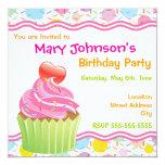 Convite de aniversário cor-de-rosa do cupcake convite quadrado 13.35 x 13.35cm