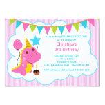 Convite de aniversário cor-de-rosa dos dinossauros