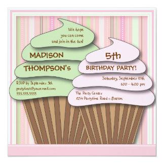 Convite de aniversário da celebração do cupcake