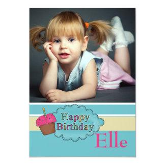 Convite de aniversário da foto da vela do cupcake