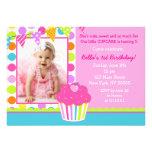 Convite de aniversário da foto do cupcake do arco-