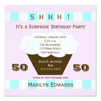 Convite de aniversário da surpresa do cupcake 50th