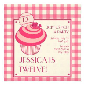 Convite de aniversário do cupcake da framboesa