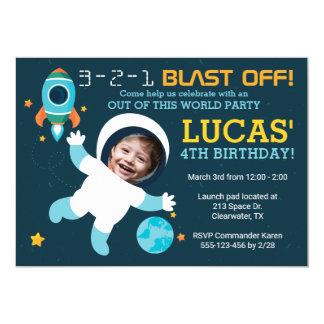 Convite de aniversário do espaço do menino do