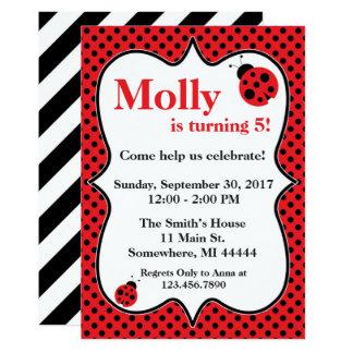 Convite de aniversário do joaninha de Polkadot