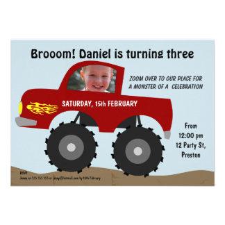 Convite de aniversário do monster truck dos menino
