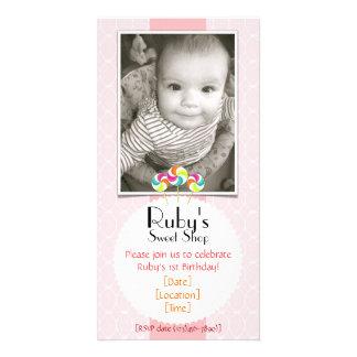 Convite de aniversário doce cor-de-rosa do pirulit cartão com foto personalizado