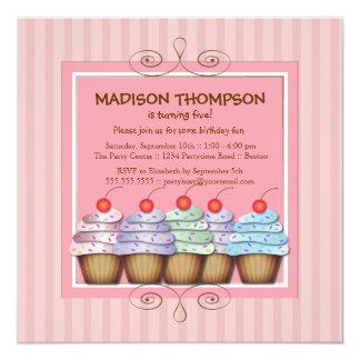Convite de aniversário doce do cupcake da menina