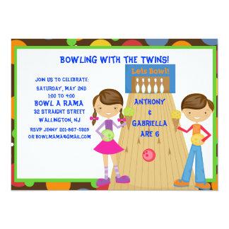 Convite de aniversário gêmeo da boliche