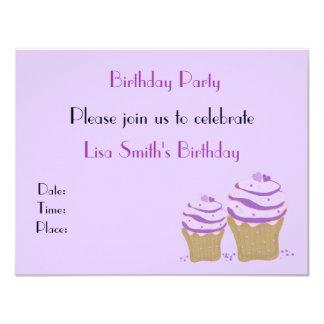 Convite de aniversário roxo do cupcake