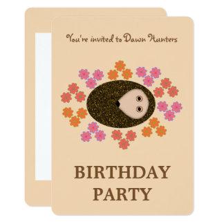 Convite de festas sonolento do ouriço e das flores