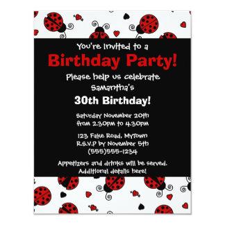 Convite de festas vermelho bonito do joaninha e do