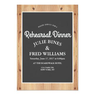 Convite de madeira do jantar de ensaio da grão