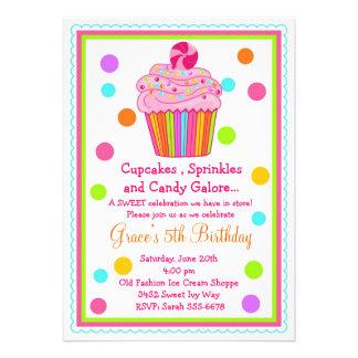 Convite do aniversário do cupcake dos doces da sur