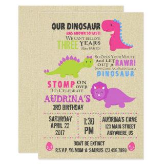 Convite do aniversário do dinossauro da menina