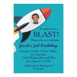 Convite do aniversário do menino da nave espacial