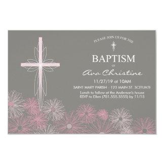Convite do baptismo do bebé com cruz, margaridas