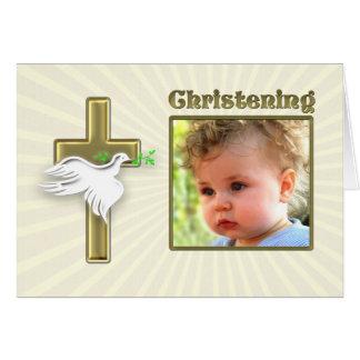 Convite do batismo com uma cruz dourada cartão comemorativo