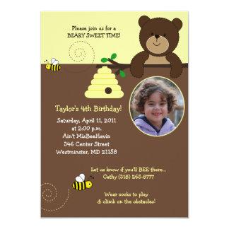 Convite doce do aniversário do urso & da abelha