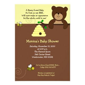 Convite doce do chá de fraldas do urso da abelha