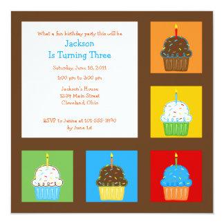 Convite dos cupcakes 5.25x5.25 dos meninos