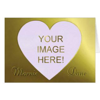 Convite dourado bonito do casamento do coração do  cartoes