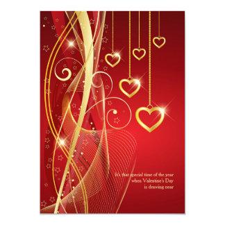 Convite dourado dos namorados dos corações