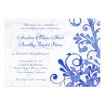 Convite floral do azul marinho e o branco do casam