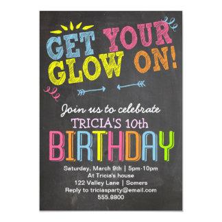 Convite-Giz do aniversário + O néon, obtem seu Convite 12.7 X 17.78cm