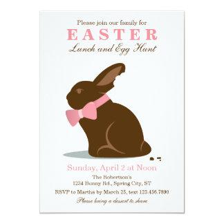 Convite grande da páscoa do coelho do chocolate