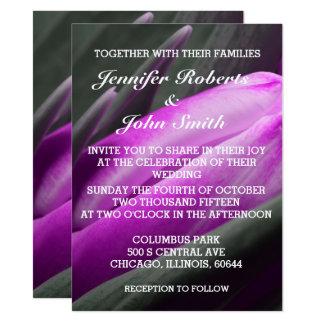 Convite legal do casamento da foto roxa da flor