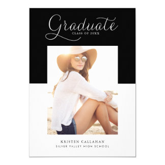 Convite minimalista preto da graduação da foto da