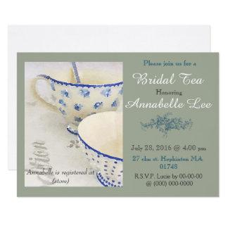 Convite nupcial azul e branco do chá