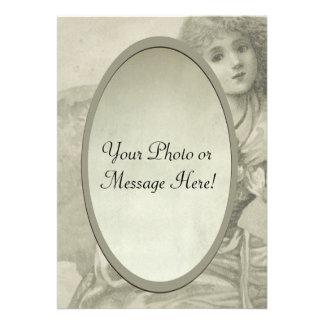 Convite oval do quadro da criança bonita do vintag