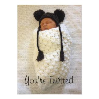 Convite recém-nascido Swaddled da fotografia