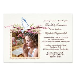 Convite religioso da foto da pomba do primavera