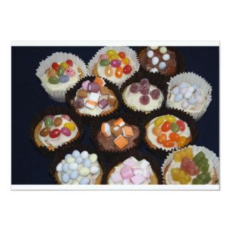 Convite revestido dos doces dos cupcakes