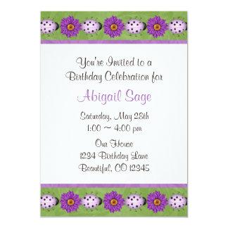 Convite roxo do aniversário da flor & do joaninha